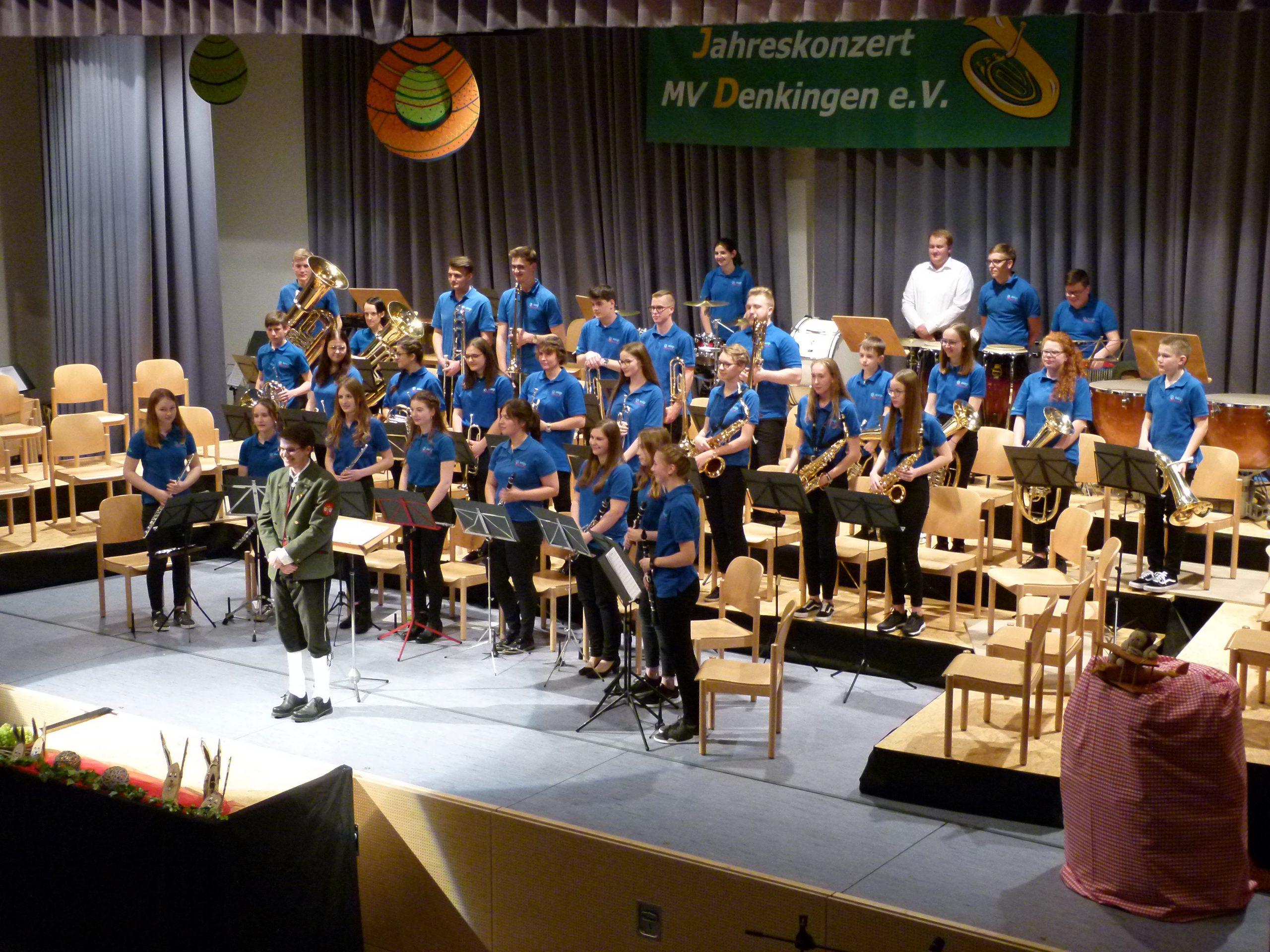 Unsere Jugendkapelle BuDe unter der Leitung von Tom Heilmann